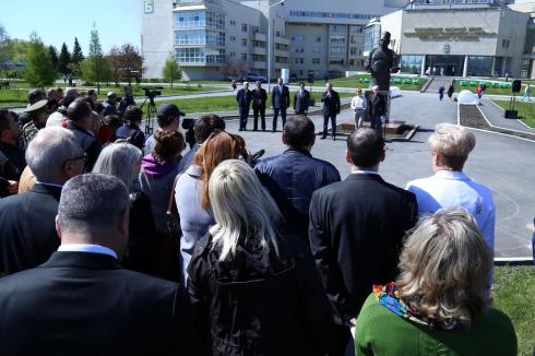 В Центре Илизарова заложили липовую аллею в честь 95-летия со дня рождения его основателя